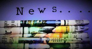 Info-Mail Newsletter - gestapelte Zeitungen