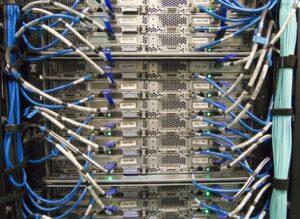 Reinigung von Server und Netzwerk wie z.B. die Verkabelung